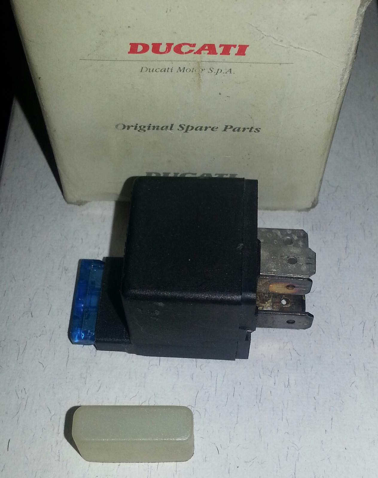 OEM Ducati 916 888 851 907IE Ignion relay with fuse Also 000067464